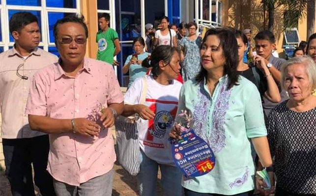 Mayor Ruben Corpuz welcomes Vice President Leni Robredo.