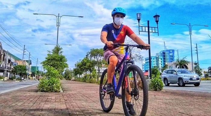 Iloilo cyclist at bikelane.
